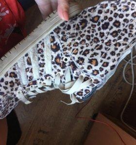 Кроссовки с крыльями леопардовые