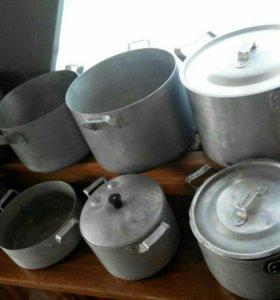 Алюминиевые кастрюли посуда вилки ложки