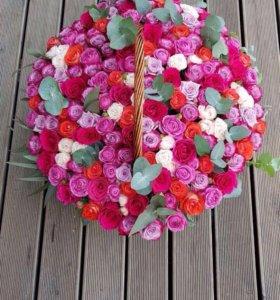Большая корзинка из разных роз