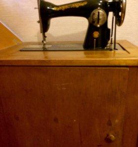 Подольская швейная машинка с ножным приводом