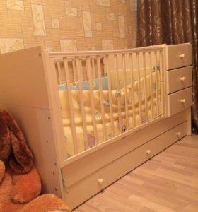 Кроватка с ящиками и комодом