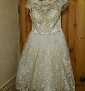 Платье белое новое с вышивкой цвета шампань, рр S