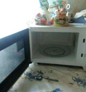"""Продаю микроволновую печь """"Rolsen"""""""