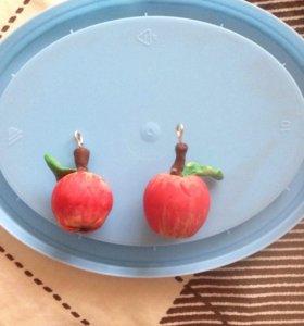 Подвеска яблоко из полимерной глины.