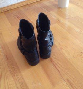 Ботинки , женские