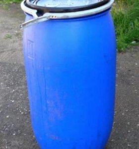 Пластиковая бочка 150 литров с крышкой.