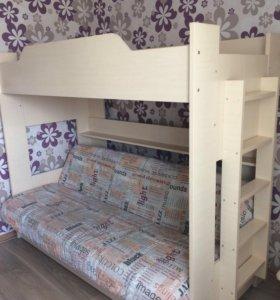 Продам Двухъярусную кровать  с матрасом