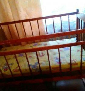 Кроватка ,возможен обмен на стульчик/кормления
