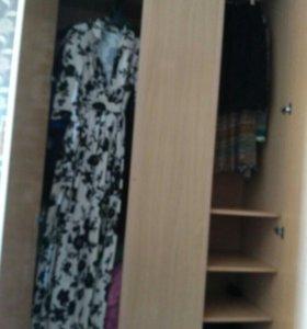 Шкаф платьяной