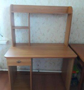 Продам письменный стол(Угольная)