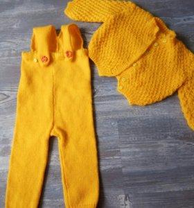 Яркий костюм ручной вязки