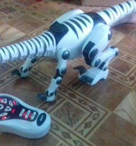 Робот динозавр.