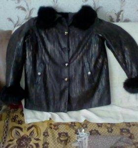 Куртка утеплённая с капюшоном