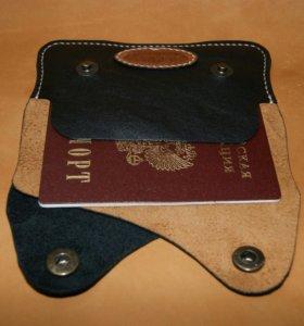 Кожаная обложка для паспорта.