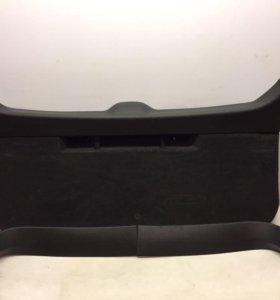 обшивка крышки багажника универсал