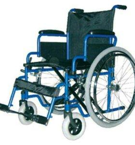 Инвалидное кресло с ручным приводом.