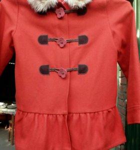Пальто для девочки лет 7-8
