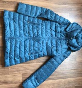 Куртка новая, одета 1 раз, с капюшоном , Кира плас