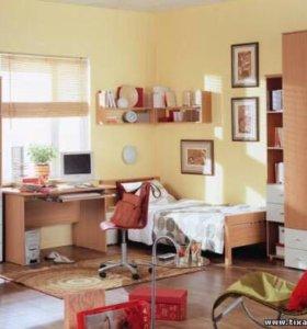 Кровать с матрасом, шкаф, стол и к
