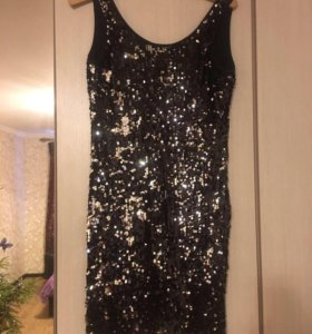 Платье блестящее,пайетки,очень красивое