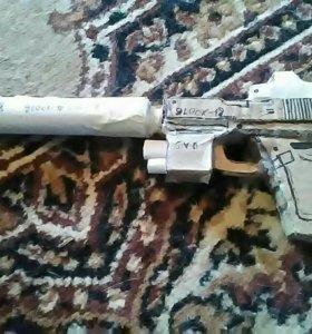 Пистолет картонный