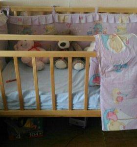 Детская кроватка с матрасом,бортиками и наматрасни