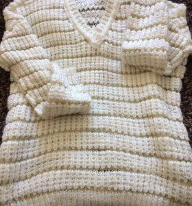 Белый свитер с золотистой нитью