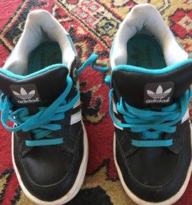 Б/у кроссовки Adidas 32 размер.