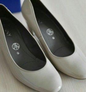Новые туфли Jenny кожа лак беж