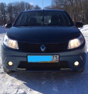 Renault Sandero. 2011