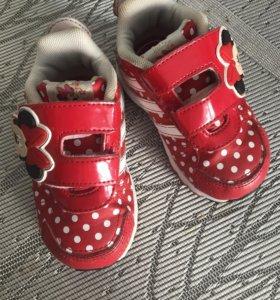 Кроссовки Adidas для девочки 20р