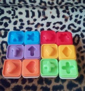Развивающие игрушки. Кубики сортеры.