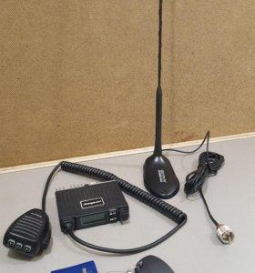 Компактная рация MegaJet с короткой антенной.