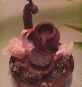 Декоративный фонтан с лебедями