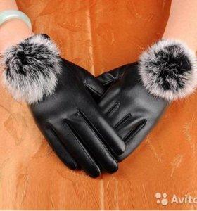 Перчатки с меховым помпоном