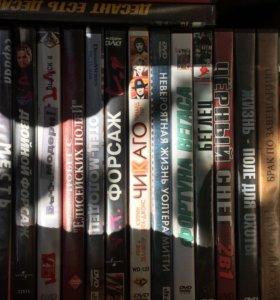 Диски DVD 100 штук. Сериалы, фильмы. Юмор.