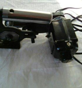 Ручной электрический станок для раскроя материала.