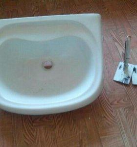 Раковина для ванной с креплениями