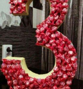 Цифра с конфетами