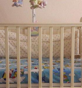 Детская кроватка с маятником.