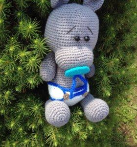 Вязаный бегемот-малыш