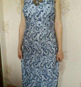 Платье с выбитым рисунком