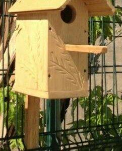 Кормушки для птиц и скворечники