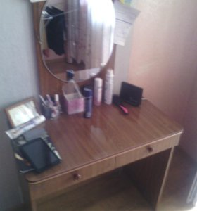 Стол с зеркалом
