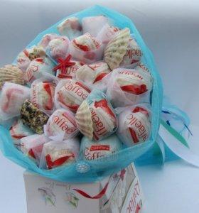 Букет из конфет Раффаэлло и Ферреро Роше