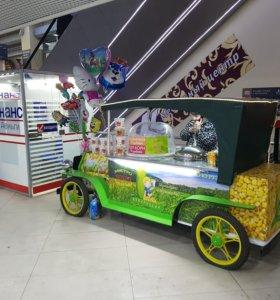 Ретро автомобиль для продажи горячей кукурузы.