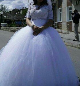Свадебное платье с камнями.
