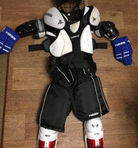 Хоккейная форма, коньки