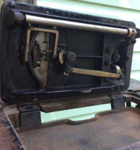 Старинная немецкая швейная машинка
