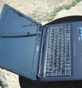 Ноутбук Asus в идеальном состоянии
